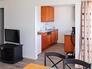 Two-Bedroom Holiday home in Averøy 1, Nyaralók  Karvåg - big - 10
