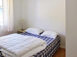 Two-Bedroom Holiday home in Averøy 1, Nyaralók  Karvåg - big - 5