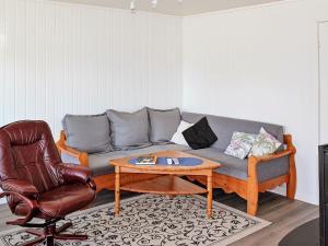 Two-Bedroom Holiday home in Averøy 1, Nyaralók  Karvåg - big - 4