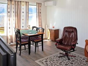 Two-Bedroom Holiday home in Averøy 1, Nyaralók  Karvåg - big - 17