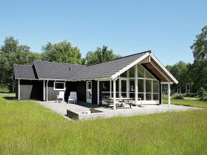 Four Bedroom Holiday home in Hadsund 10