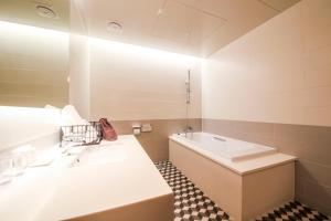 Hwamyeongdong Londoner, Отели  Пусан - big - 38
