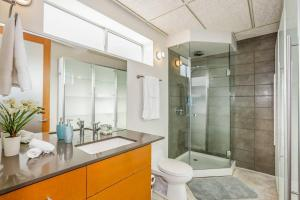 Fabulous 4BR Condo by Abbot Kinney W/Parking, Apartmány  Los Angeles - big - 12