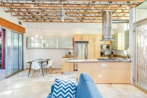 Fabulous 4BR Condo by Abbot Kinney W/Parking, Apartmány  Los Angeles - big - 4