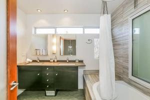 Fabulous 4BR Condo by Abbot Kinney W/Parking, Apartmány  Los Angeles - big - 31