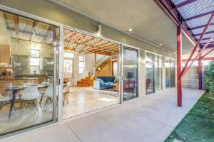 Sophisticated 4BR Home near Venice Beach w Parking, Apartmány  Los Angeles - big - 24