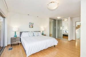 Fabulous 4BR Condo by Abbot Kinney W/Parking, Apartmány  Los Angeles - big - 26