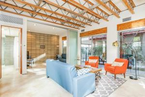 Sophisticated 4BR Home near Venice Beach w Parking, Apartmány  Los Angeles - big - 20