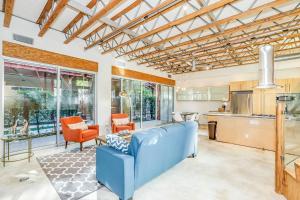 Sophisticated 4BR Home near Venice Beach w Parking, Apartmanok  Los Angeles - big - 19