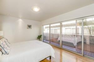 Fabulous 4BR Condo by Abbot Kinney W/Parking, Apartmanok  Los Angeles - big - 25