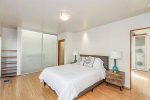 Sophisticated 4BR Home near Venice Beach w Parking, Apartmanok  Los Angeles - big - 14