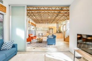 Sophisticated 4BR Home near Venice Beach w Parking, Apartmanok  Los Angeles - big - 9