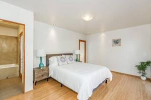 Sophisticated 4BR Home near Venice Beach w Parking, Apartmanok  Los Angeles - big - 8