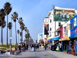 Sophisticated 4BR Home near Venice Beach w Parking, Apartmány  Los Angeles - big - 4