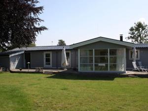 Three-Bedroom Holiday home in Kirke Hyllinge 2, Ferienhäuser  Kirke-Hyllinge - big - 1