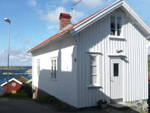 Two Bedroom Holiday home in Hälleviksstrand 2