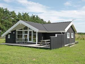Three Bedroom Holiday home in Skals 4