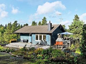 Two Bedroom Holiday home in Gräddö