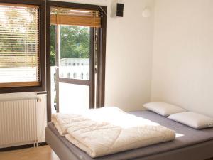 Five-Bedroom Holiday home in Örkelljunga, Ferienhäuser  Åsljunga - big - 32