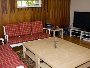 Five-Bedroom Holiday home in Örkelljunga, Ferienhäuser  Åsljunga - big - 31