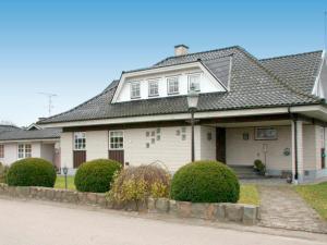 Five-Bedroom Holiday home in Örkelljunga, Ferienhäuser  Åsljunga - big - 22