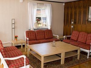 Five-Bedroom Holiday home in Örkelljunga, Ferienhäuser  Åsljunga - big - 6