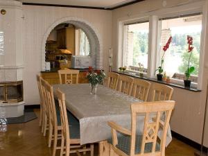 Five-Bedroom Holiday home in Örkelljunga, Ferienhäuser  Åsljunga - big - 3