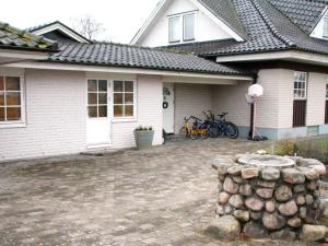 Five-Bedroom Holiday home in Örkelljunga, Ferienhäuser  Åsljunga - big - 2