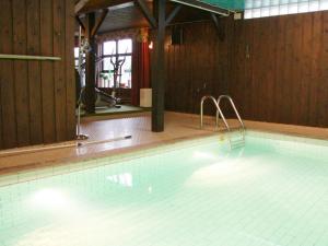Five-Bedroom Holiday home in Örkelljunga, Ferienhäuser  Åsljunga - big - 38