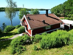 A Picture of Holiday Home Hallavägen