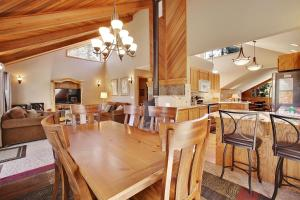Loon 13 Holiday Home, Дома для отпуска  Sunriver - big - 7