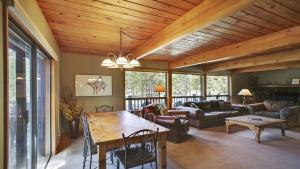Crag 10 Holiday Home, Nyaralók  Sunriver - big - 5