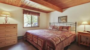 Crag 10 Holiday Home, Nyaralók  Sunriver - big - 7