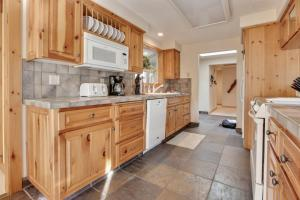 Look Out Lane 8 Holiday Home, Holiday homes  Sunriver - big - 15