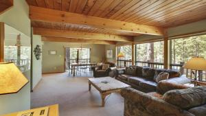 Crag 10 Holiday Home, Nyaralók  Sunriver - big - 23