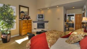 Tahoe Getaway, Holiday homes  Incline Village - big - 23