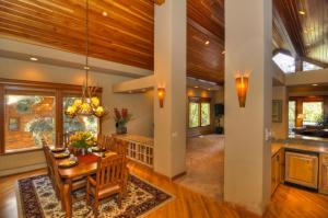 Tahoe Getaway, Holiday homes  Incline Village - big - 15