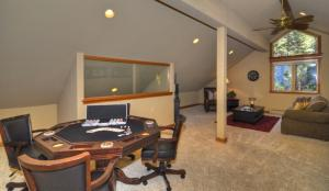 Tahoe Getaway, Holiday homes  Incline Village - big - 8