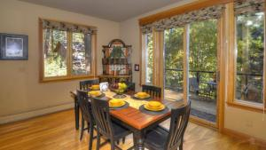 Tahoe Getaway, Holiday homes  Incline Village - big - 17