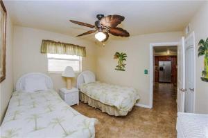 #223 At Surf Song Resort, Apartments  St Pete Beach - big - 7