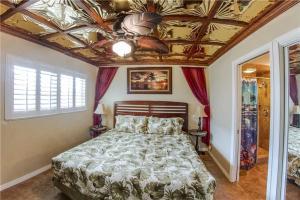 #223 At Surf Song Resort, Apartments  St Pete Beach - big - 15
