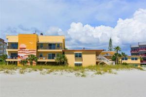 #223 At Surf Song Resort, Ferienwohnungen  St Pete Beach - big - 19