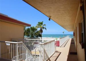 #229 At Surf Song Resort, Apartmány  St Pete Beach - big - 15