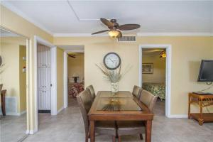 #118 At Surf Song Resort, Apartmány  St Pete Beach - big - 4