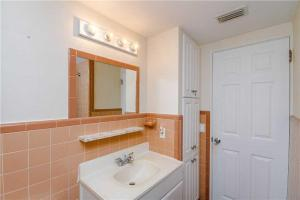 #118 At Surf Song Resort, Apartmány  St Pete Beach - big - 14