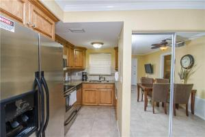 #118 At Surf Song Resort, Apartmány  St Pete Beach - big - 9