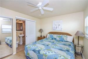 #222 At Surf Song Resort, Apartments  St Pete Beach - big - 3