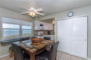 #222 At Surf Song Resort, Apartments  St Pete Beach - big - 25