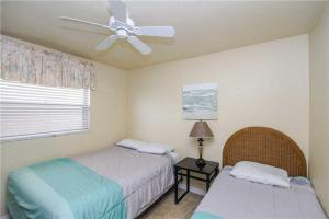 #222 At Surf Song Resort, Apartments  St Pete Beach - big - 22