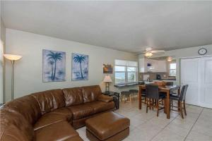 #222 At Surf Song Resort, Apartments  St Pete Beach - big - 15